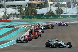 Valtteri Bottas, Mercedes-Benz F1 W08 leads at the start