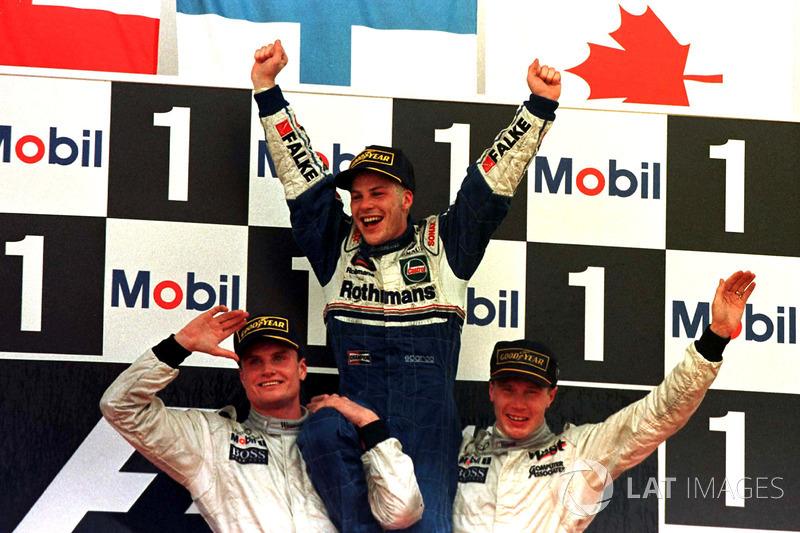 Com o título garantido enquanto estivesse pontuando, Villeneuve deixou as duas McLarens passarem (devido a um acordo prévio entre os times) e foi campeão em terceiro. Schumi foi desclassificado do vice pela conduta.