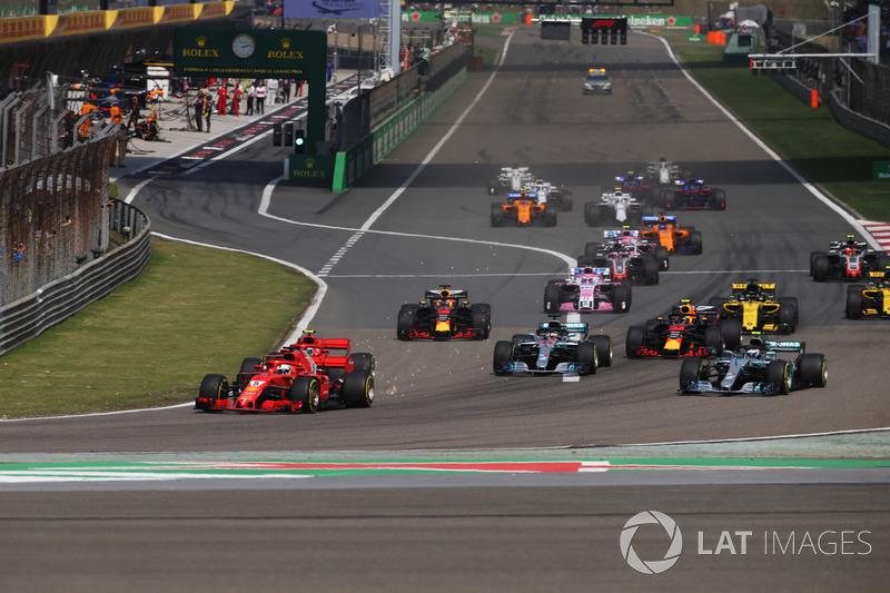 Vettel llega en cabeza a la primera curva del GP de China
