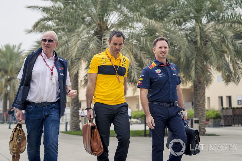 Dr Helmut Marko, Red Bull Motorsport Consultant, Cyril Abiteboul, Renault Sport F1 Managing Director