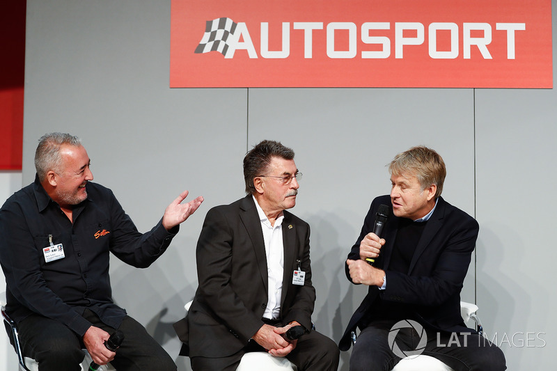 Mark Sutton, Sutton Images, Rainer Schlegelmilch and Steven Tee, LAT Images, talking to Henry Hope-Frost on the Autosport stage