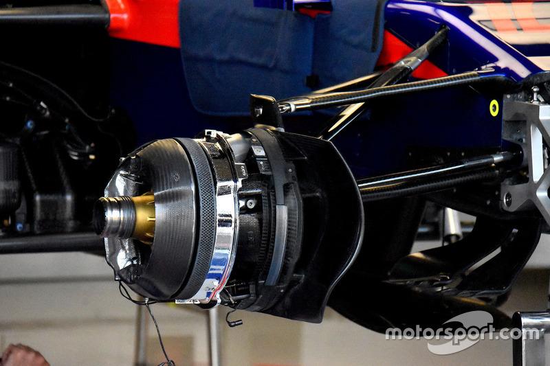 Scuderia Toro Rosso STR13, dettaglio del freno anteriore