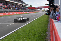 Race winner Lewis Hamilton, Mercedes-AMG F1 W09 crosses the line