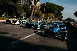 Sébastien Buemi, Renault e.Dams leads Nelson Piquet Jr., Jaguar Racing leads Lucas di Grassi, Audi Sport ABT Schaeffler