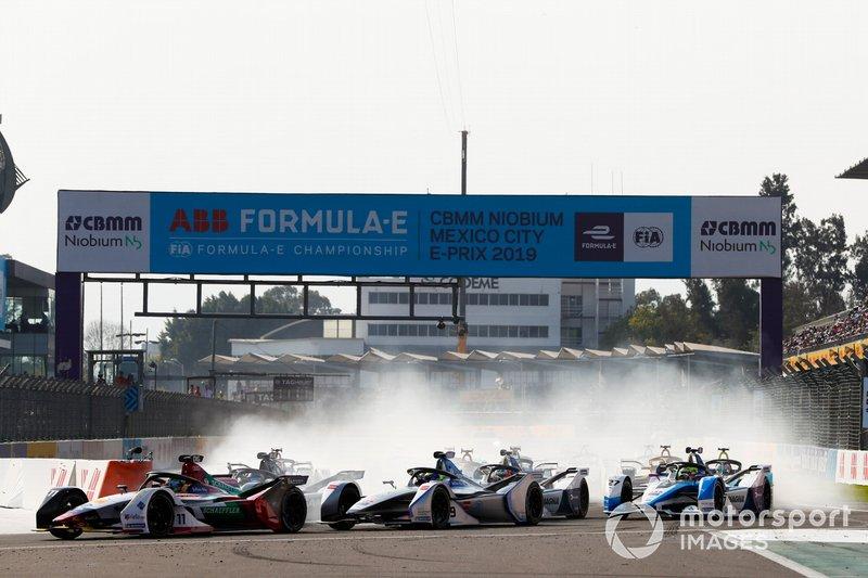 Lucas Di Grassi, Audi Sport ABT Schaeffler, Audi e-tron FE05 precede Felipe Massa, Venturi Formula E, Venturi VFE05 and Sébastien Buemi, Nissan e.Dams, Nissan IMO1, alla partenza