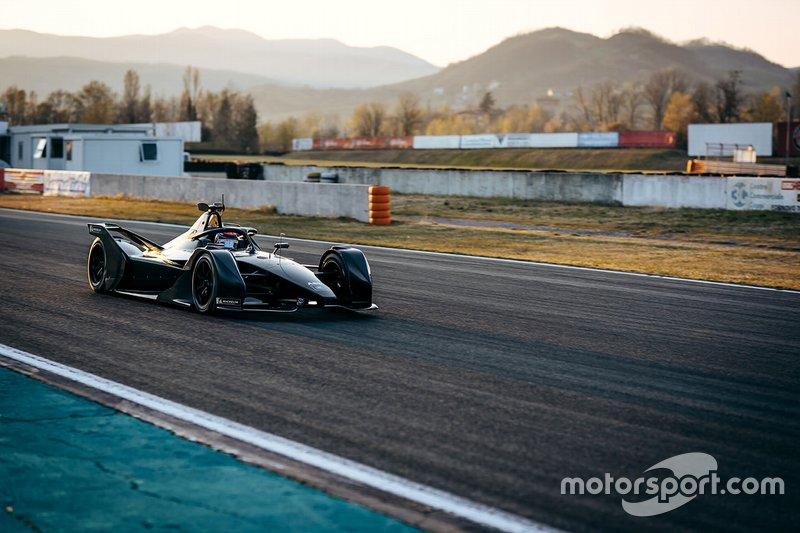 Teste de abril da Mercedes em Varano
