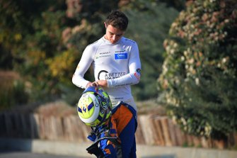 Lando Norris, McLaren, rientra dopo essersi fermato nella ghiaia