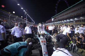 Lewis Hamilton, Mercedes AMG F1 W09 EQ Power+, arrives on the grid