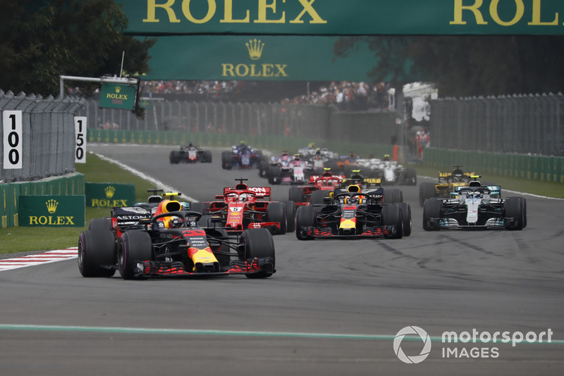 Макс Ферстаппен, Red Bull Racing RB14, лідирує
