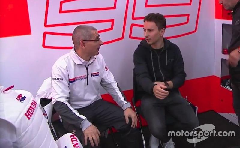 Jorge Lorenzo en el box del Repsol Honda