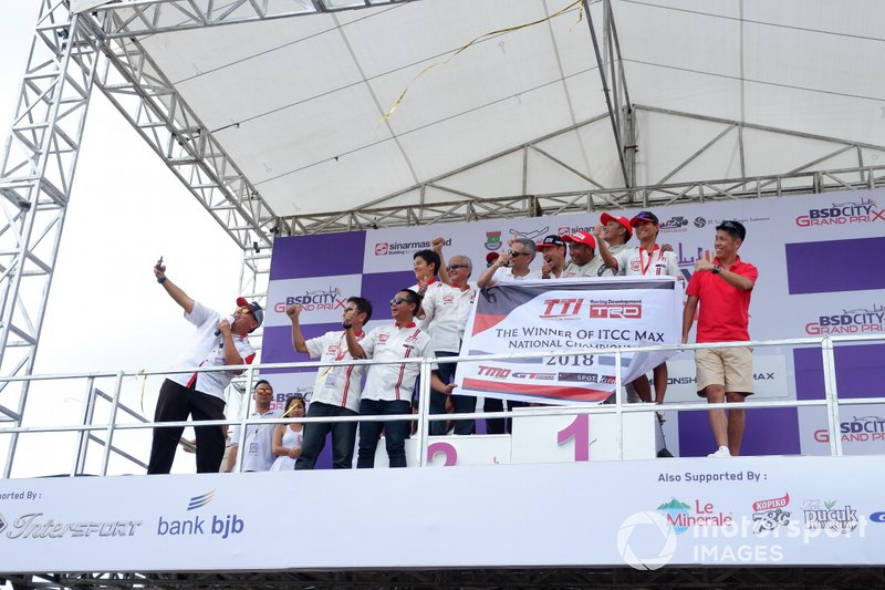 Podium selebrasi Haridarma Manoppo, Toyota Team Indonesia