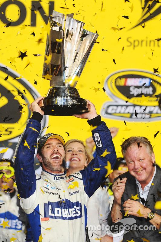 Campeón 2016 y ganador Jimmie Johnson, Hendrick Motorsports Chevrolet