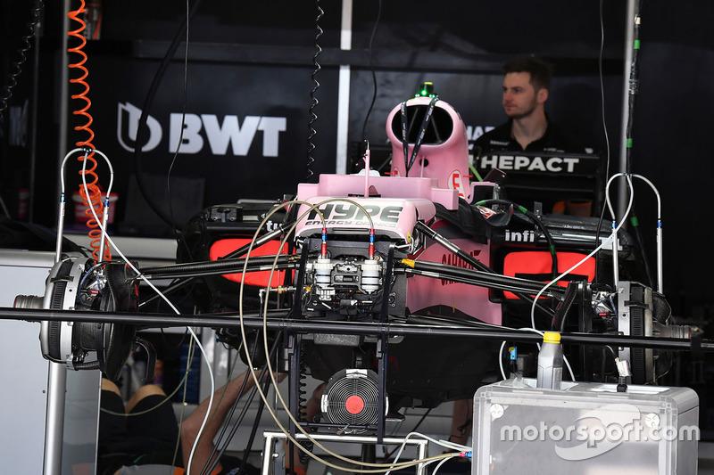 Sahara Force India F1 VJM10 detalle del chasis y frenos delanteros