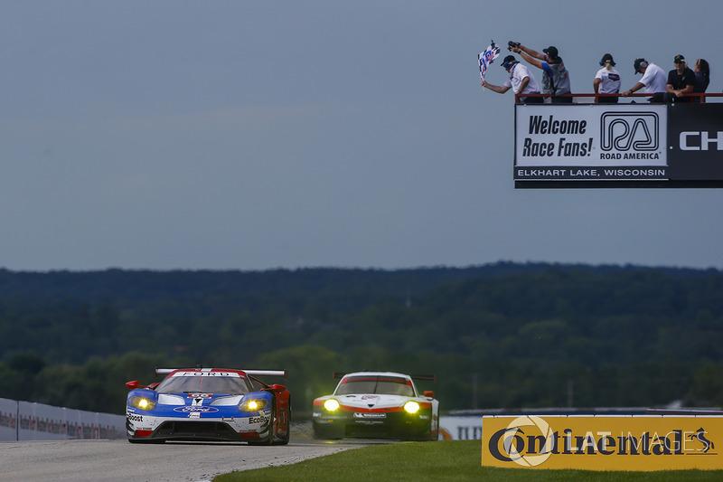 #66 Chip Ganassi Racing Ford GT: Дірк Мюллер, Джоі Хенд перемагають у класі
