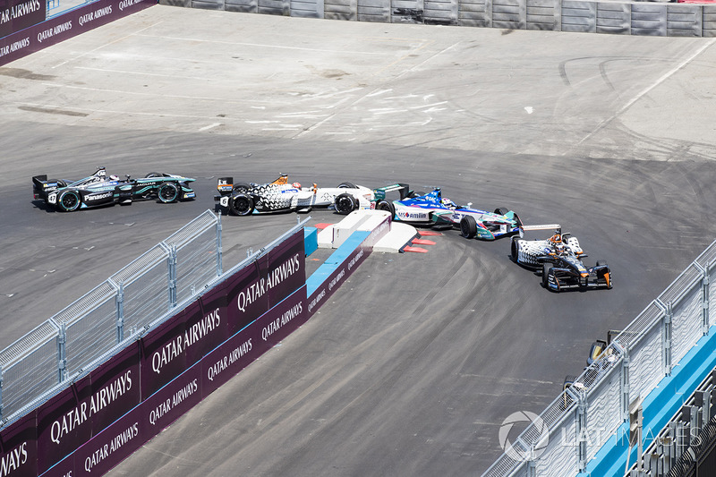 Jérôme d'Ambrosio, Dragon Racing, leads Antonio Felix da Costa, Amlin Andretti Formula E Team, Loic Duval, Dragon Racing, Adam Carroll, Jaguar Racing