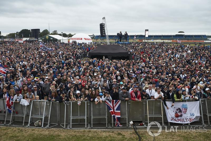 Una enorme marejada de aficionados