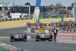 Checkered flag for #38 DC Racing Oreca 07 Gibson: Ho-Pin Tung, Oliver Jarvis, Thomas Laurent, #37 DC Racing Oreca 07 Gibson: David Cheng, Alex Brundle, Tristan Gommendy