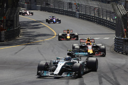 Valtteri Bottas, Mercedes AMG F1 W08, Max Verstappen, Red Bull Racing RB13, Daniel Ricciardo, Red Bull Racing RB13