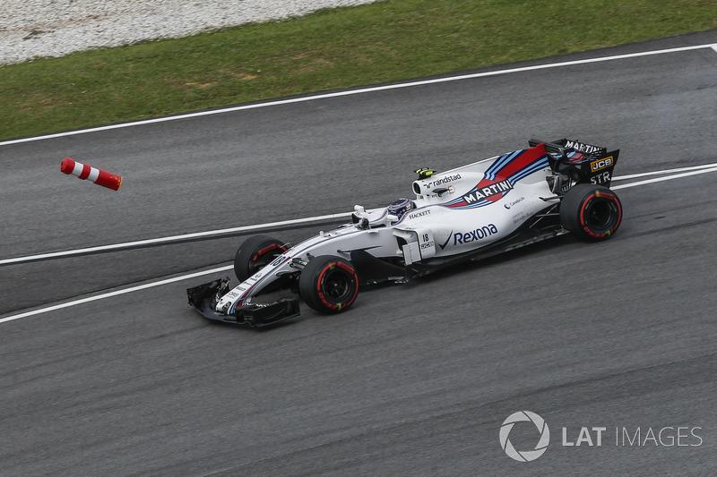 Lance Stroll, Williams FW40 hits a bollard