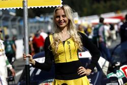 Grid girl de Marco Wittmann, BMW Team RMG, BMW M4 DTM