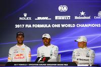 Conferencia de prensa: ganador de la carrera Lewis Hamilton, Mercedes AMG F1, segundo lugar Daniel Ricciardo, Red Bull Racing y tercer lugar Valtteri Bottas, Mercedes AMG F1