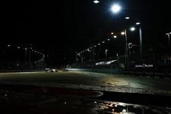Esteban Ocon, Sahara Force India F1 VJM10 leads Carlos Sainz Jr., Scuderia Toro Rosso STR12