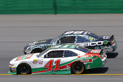 Kevin Harvick, Stewart-Haas Racing Ford ved Casey Mears, Biagi-DenBeste Racing Ford