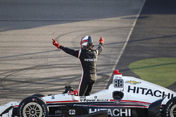 Yarış galibi Helio Castroneves, Team Penske Chevrolet