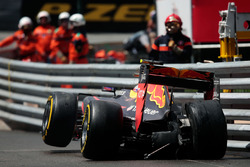 Max Verstappen, Red Bull Racing RB12 crash