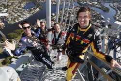 Chaz Mostert, Craig Lowndes, Jamie Whincup dan James Courtney di top spectacular Q1 Tower in Surfers