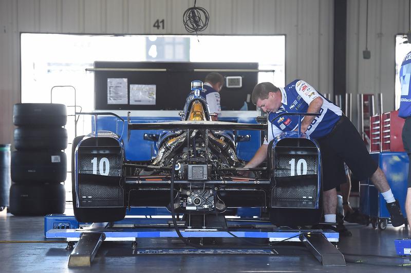 La monoposto di Tony Kanaan, Chip Ganassi Racing Chevrolet in the garage