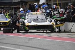Alegra Motorsports Porsche 911 GT3 R: Michael Christensen, Spencer Pumpelly pit stop