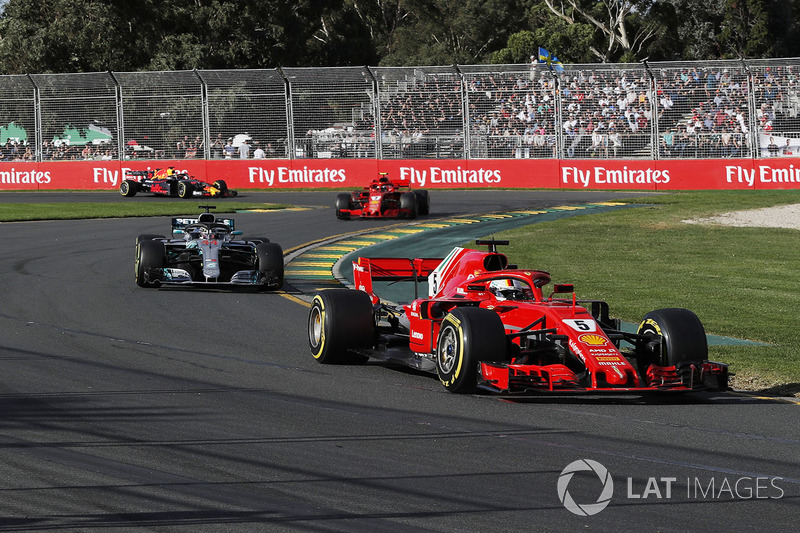 Sebastian Vettel, Ferrari SF71H lidera a Lewis Hamilton, Mercedes-AMG F1 W09