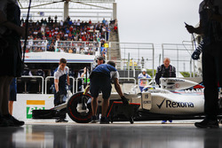 Felipe Massa, Williams FW40, in the pits