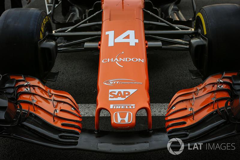 La nariz y el detalle de ala delantera de Fernando Alonso, McLaren MCL32