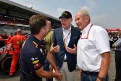 Christian Horner, Team Principal Red Bull Racing, Sean Bratches, Formula One Managing Director, Operazioni commerciali, e il Dr Helmut Marko, Consulente Red Bull Motorsport, in griglia di partenza
