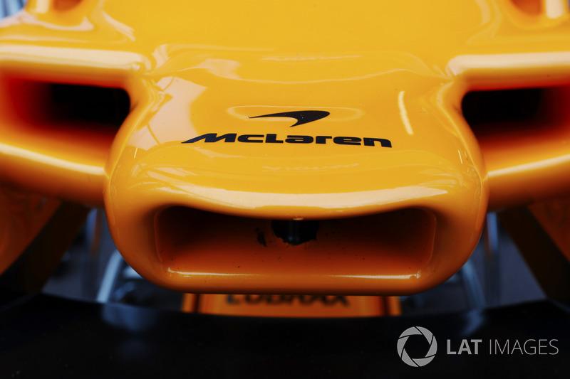 Nez et logo McLaren