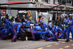 Pierre Gasly, Scuderia Toro Rosso STR13, au stand
