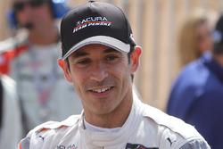 Race winner Helio Castroneves, Acura Team Penske
