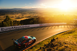 #22 Audi Sport Customer Racing: Garth Tander, Kelvin van der Linde, Fredrick Vervisch