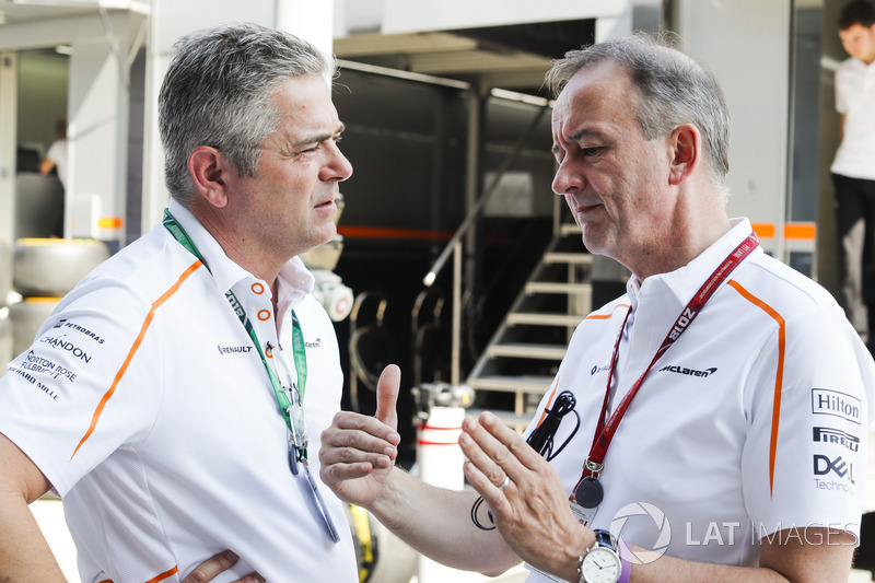 Gil de Ferran, directeur sportif, McLaren, avec Jonathan Neale, manager, McLaren