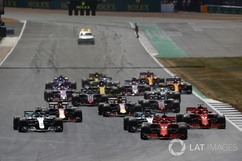 Sebastian Vettel, Ferrari SF71H, leads Lewis Hamilton, Mercedes AMG F1 W09, Valtteri Bottas, Mercedes AMG F1 W09, Kimi Raikkonen, Ferrari SF71H, Max Verstappen, Red Bull Racing RB14, Daniel Ricciardo, Red Bull Racing RB14, and the rest of the field at the start of the race