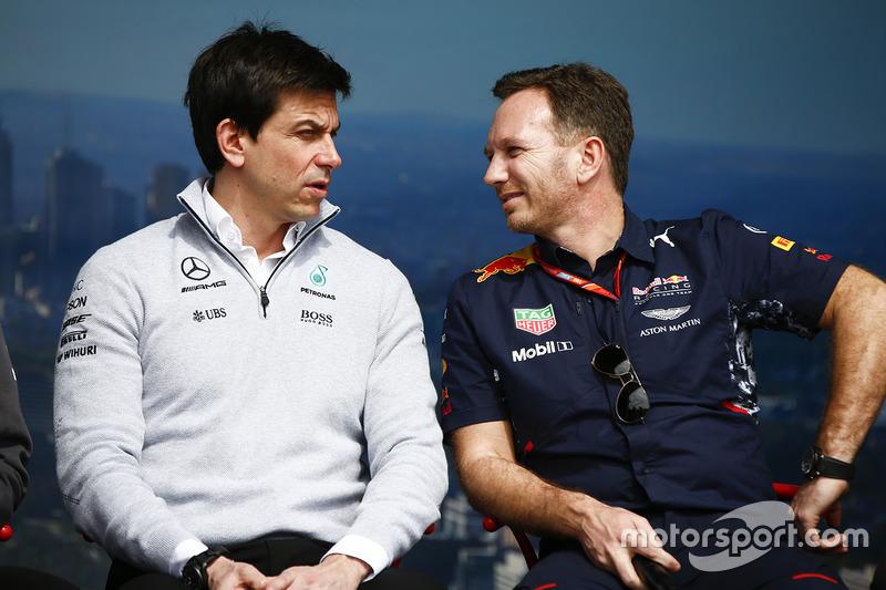 Toto Wolff, Director Ejecutivo (negocio), Mercedes AMG y Christian Horner, director del equipo, Red Bull Racing