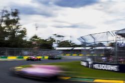 Jolyon Palmer, Renault Sport F1 Team RS17, Kimi Raikkonen, Ferrari SF70H, Esteban Ocon, Force India VJM10