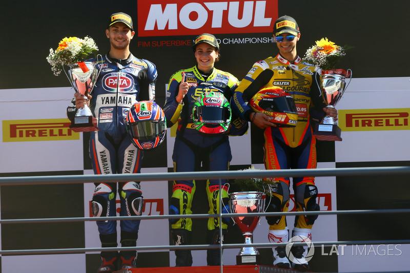 Podium: Ganador, Ana Carrasco, Kawasaki, segundo, Alfonso Coppola, Yamaha, tercero, Marc Garcia, Yamaha