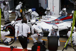Felipe Massa, Williams FW40, pit stop