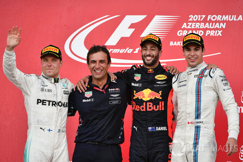 Podio: ganador de la carrera Daniel Ricciardo, Red Bull Racing, Pierre Wache, Red Bull Racing ingeniero jefe de desempeño, segundo lugar Valtteri Bottas, Mercedes AMG F1 y el tercer lugar Lance Stroll, Williams