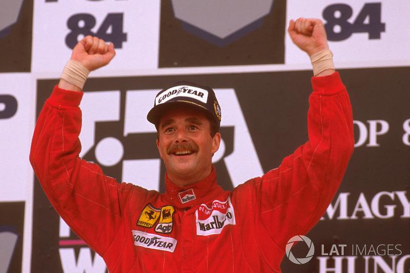 Podium : le vainqueur Nigel Mansell, Ferrari