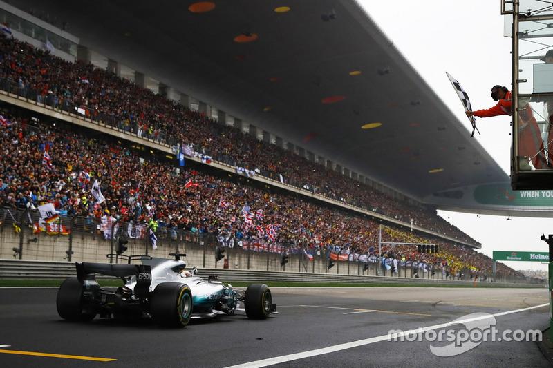 Финиш: Льюис Хэмилтон, Mercedes AMG F1 W08