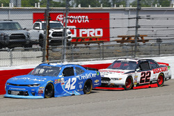 Kyle Larson, Chip Ganassi Racing Chevrolet and Ryan Blaney, Team Penske Ford